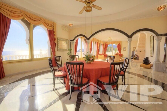 Villa dining room with inlay marble rose compass motif